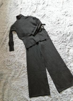 Вязаный костюм кюлотами