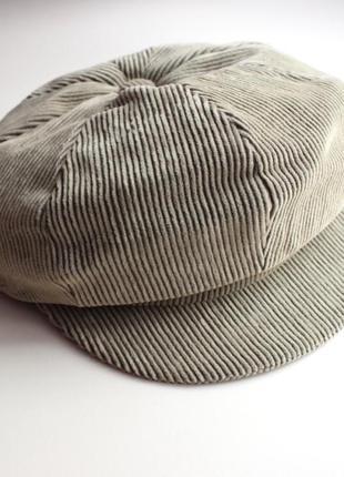 Бежевая вельветовая шапка берет с козырьком berghaus