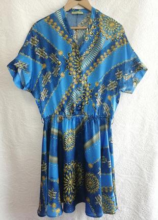 Шелковое платье от бренда versace jeans