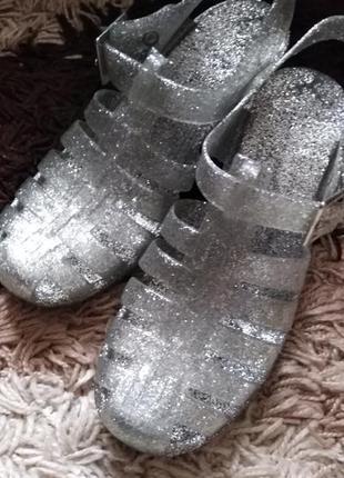 Фирменные блестящие женские сандалии силиконовые