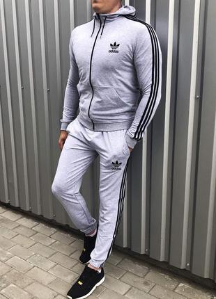 Демисезонный спортивный костюм