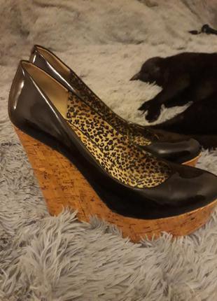 Поделиться:  туфли на танкетке от прекрасной джессики