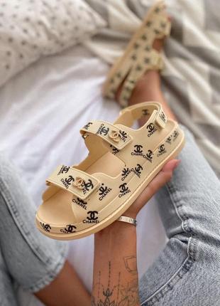 Шикарные женские сандалии в бежевом цвете