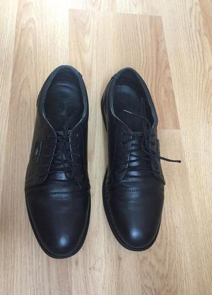 Туфли  кожаные на подростка в отличном состоянии б/у