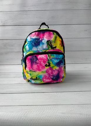 Яркий рюкзак цветы