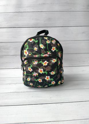 Красивый рюкзак, цветы