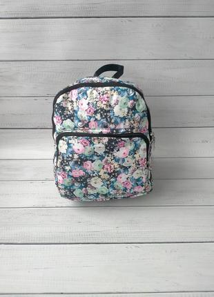 Красивый женский рюкзак