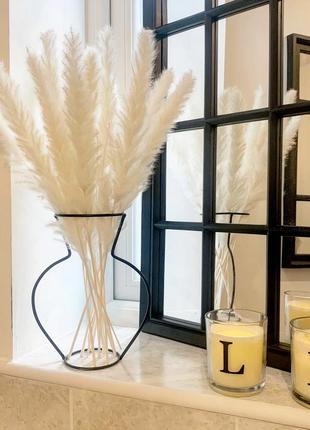 Оригинальная ваза в современном стиле