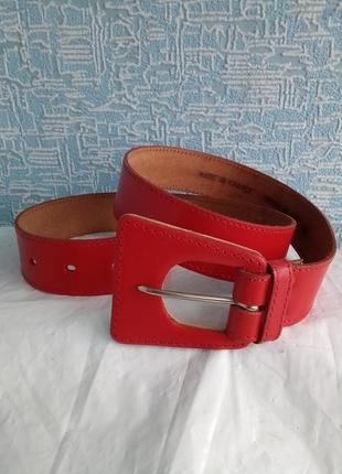 Кожаный красный ремень франция