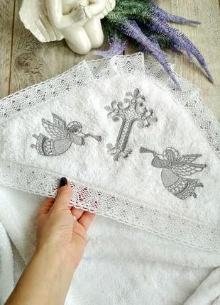 Крыжма махровая теплая для маленького ребенка с вышивкой в серебре