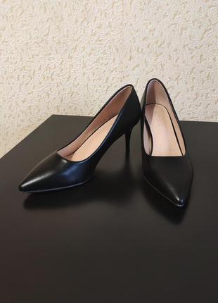 Черные туфли лодочки размер 38-39