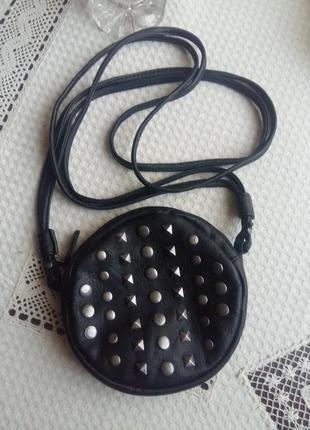 Черная сумка кроссбоди pieces