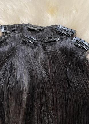 Натуралтне волосся на заколках