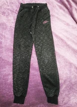 Спортивные штаны nike. оригинал. турция.  трикотаж