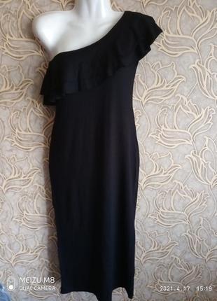 Черное платье с рюшей на одно плечо larionoff