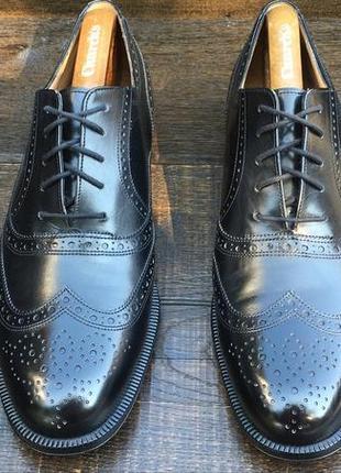 Bally. кожаные мужские туфли. броги. мужские туфли. loake