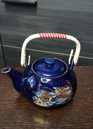 Чайник (заварник) из японского фарфора синий кобальт с золотыми павлинами.