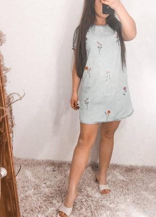 Джинсовое платье сарафан стильный вышивка