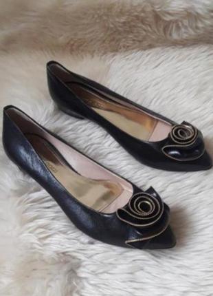 Кожаные туфли лодочки  alberto gozzi  37 размер