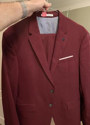 Малиновий класичний чоловічий костюм zara