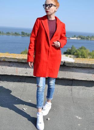 Яскраво червоне пальто бойфренд atmosphere