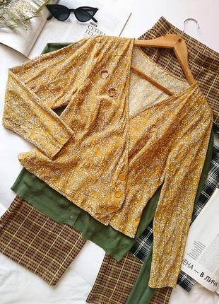 Вкорочена гірчична блуза/блузка на запах в рясні квіти🌾 з гудзичками, р. s