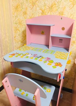 Парта і стілець для дівчинки
