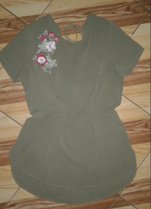 Блузочка с вьішивкой