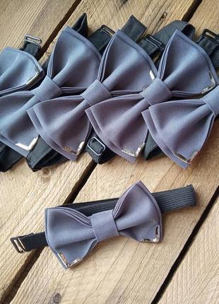Галстук-бабочка серый с серебристым уголками /метелик сірий