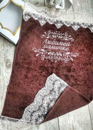 Полотенце подарочное с шикарным кружевом и вышивкой для мамы
