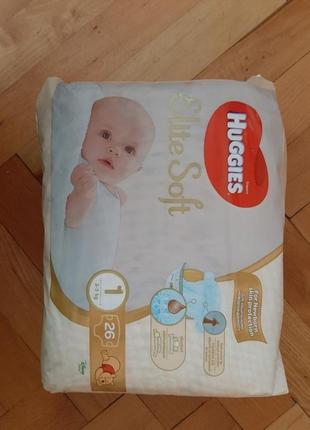 Упаковка памперсів huggies 1