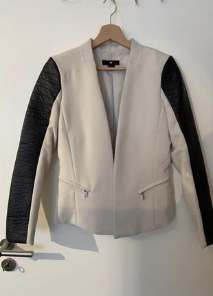 Белый пиджак, белый блейзер h&m с кожаными рукавами
