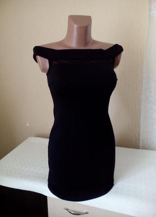 Коктельна сукня міні із спадающими плечиками .