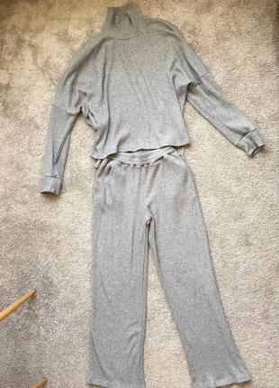 Прогулочный костюм в рубчик размер s