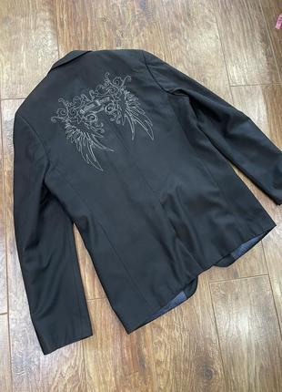 Мужской пиджак с вышивкой