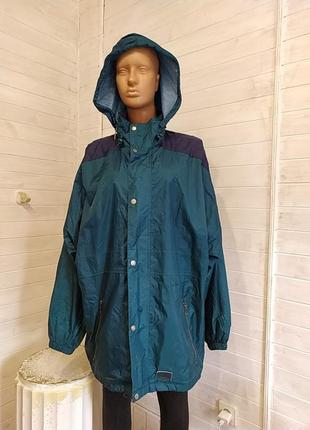 Красивая курточка  дождевик,ветровка, складывается сумочкой