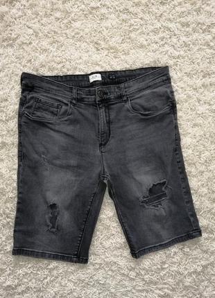Стильные рваные мужские шорты слим 72d 48/33 в очень хорошем состоянии