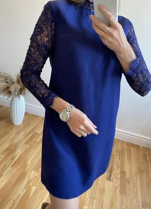 Платье с гипюровыми рукавами