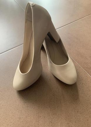 Комфортные туфли на толстом устойчивом каблуке marks&spenser, р.3 1/2