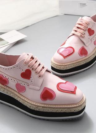 Лаковые лакированные лоферы оксфорды туфли броги ботинки с нашивками на платформе