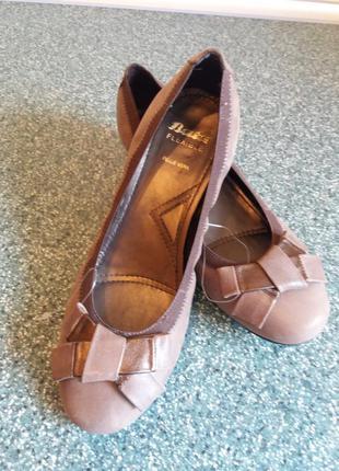 Фирменные кожаные туфли bata flexible 37р.