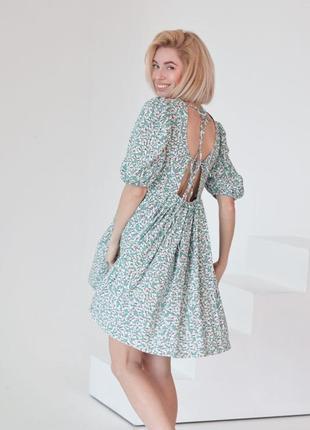 Платье в мелкий цветочный принт с объёмным рукавом