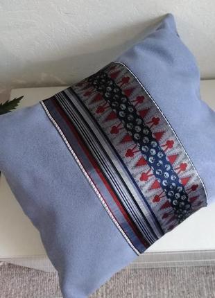 Очень красивая   подушка со съёмной наволочкой цвета лаванды