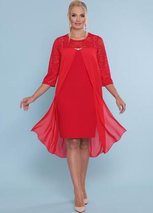 Нарядное красное платье батал с эффектом накидки из шифона.