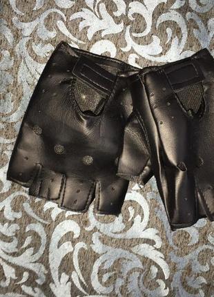 Чёрные перчатки без пальцев из эко-кожи