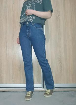 Прямые плотные синие джинсы мом на высокой посадке с необработанным краем