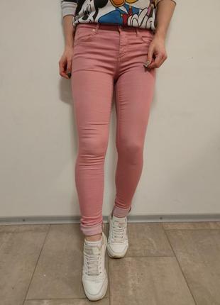 Красивые узкие джинсы скинни