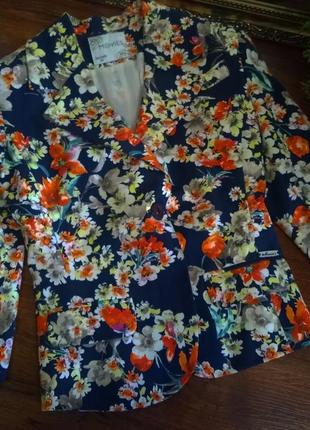 Супер классный приталенный пиджак,жакет цветочный принт!италия!s-m