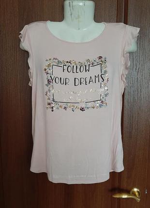 Розовая футболочка размера 46.