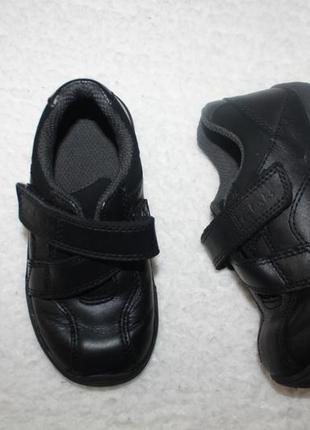Крутые кожаные туфельки спортивного стиля фирмы clarks размер 7 и 1/2 по стельке 16 см.